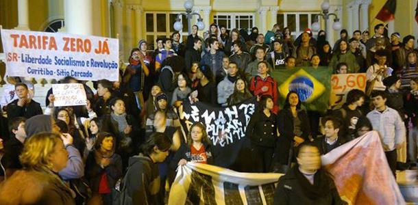 03.07.13 - PROTESTO DENTRO