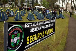 agentes-acampados-040913-bandab