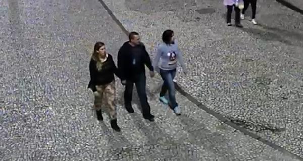 Rapaz do centro da foto e mulher da direita são os principais suspeitos pela morte. (Foto: Reprodução)
