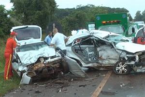 Acidente na BR-369 deixou pai, mãe grávida e filho de um ano mortos. (Foto: Reprodução Catve)