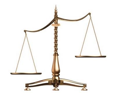 balanca justica desequilibrada