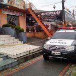Dono de salão de beleza é morto a facadas e polícia suspeita de crime passional