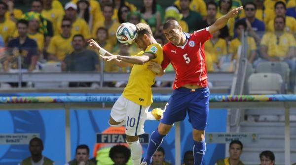 Brasil teve dificuldades contra a defesa chilena