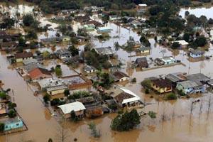Gov. Beto Richa vistoria áreas afetadas pelas enchentes