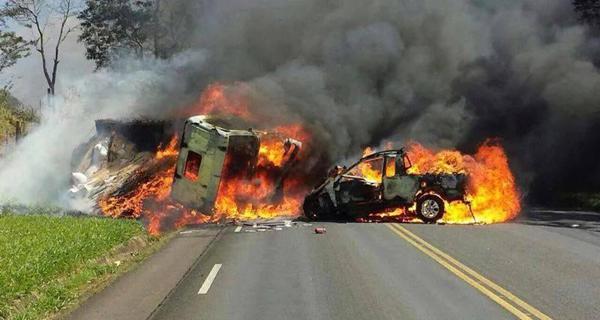 Técnico do IAP morreu na hora (Foto: Npdiario.com)