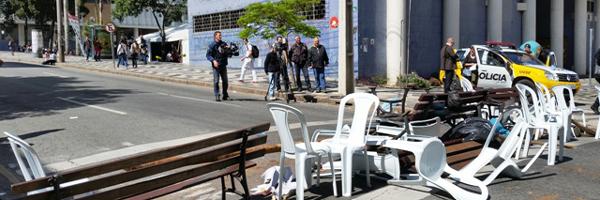 Rua Amintas de Barros ficou bloqueada a tarde inteira (Foto: Divulgação UFPR)