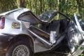 carro destruido fora