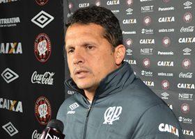 O treinador venceu um jogo, empatou outro e perdeu três desde que chegou ao Atlético (Foto: Divulgação/CAP)