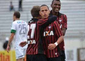 Marcos Guilherme marcou no último Atletiba. (Foto: Divulgação/Atlético)