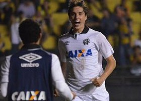 Cléo garante novamente a vitória atleticana. (Foto: Divulgação/Atlético)