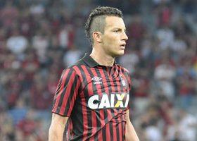 Gustavo retorna ao time titular depois de cumprir suspensão. (Divulgação/Atlético)