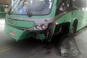Duas mulheres ficaram levemente feridas no ônibus