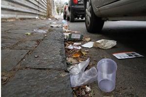 Por que o Brasileiro joga lixo no chão? Lixo-na-rua