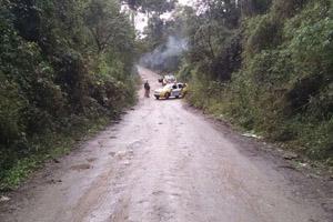 Fumaça ainda saia do matagal quando reportagem chegou ao local (Foto: Djalma Malaquias – Banda B)