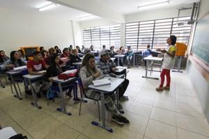 Volta às aulas no Colégio Estadual Ambrósio Bini. Almirante Tamandaré, 12/03/2015. Foto: Pedro Ribas/ANPr