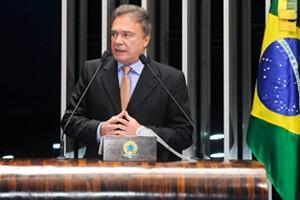 Em discurso na tribuna do Senado, senador Alvaro Dias (PSDB-PR)