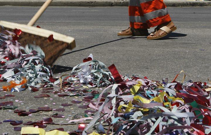 Resultado de imagem para lixo do carnaval