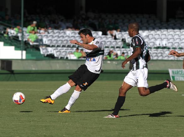 Kléber pode ganhar um companheiro de ataque na fase final do estadual. (Divulgação/Coritiba)