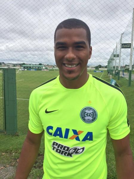 Elisson está confirmado no gol. (Osmar Antônio/Banda B)