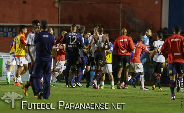 Árbitro relatou toda a confusão na súmula. (Geraldo Bubniak/Futebolparanaense.net)
