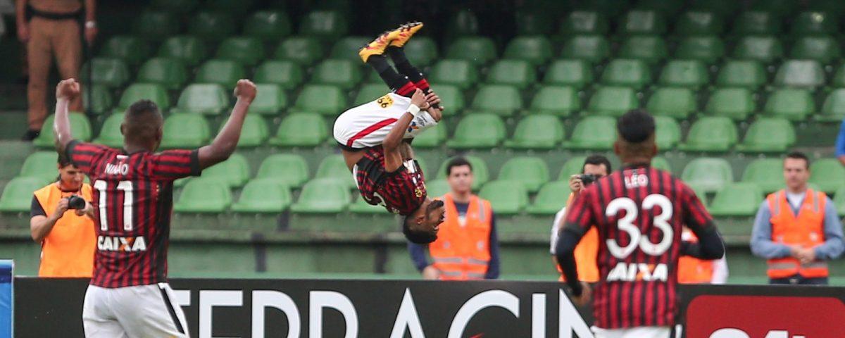 Ewandro fez o gol que cravou o título atleticano. (Geraldo Bubniak/ Banda B)