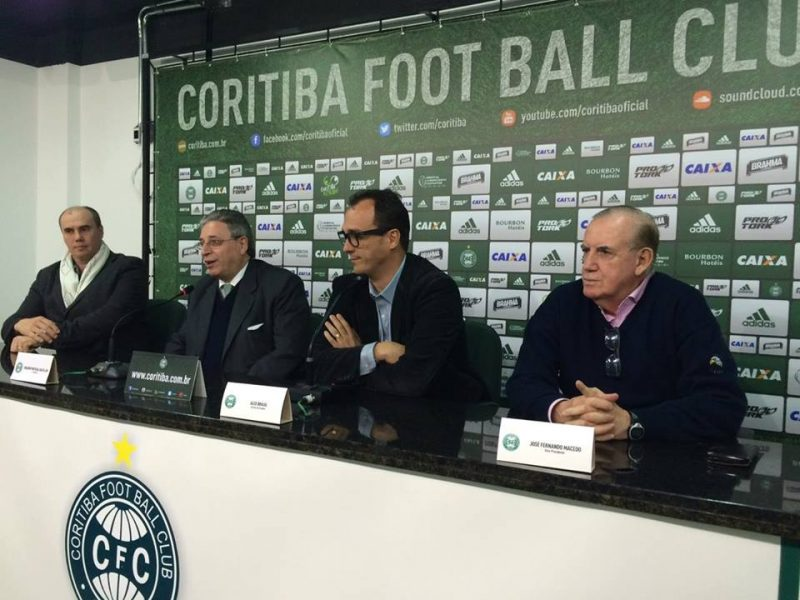 Alex Brasil (ao centro) assume no lugar de Valdir Barbosa. (Osmar Antônio/Banda B)
