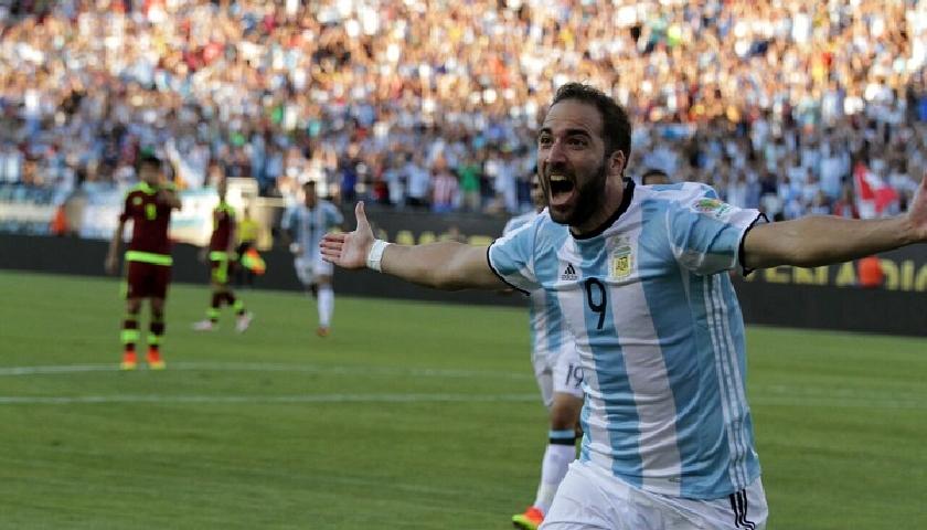 Higuain marcou duas vezes na goleada argentina. (Divulgação/AFA)