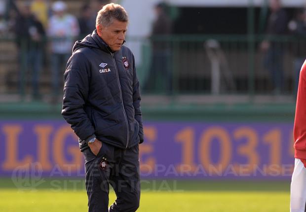 Paulo Autuori quer aproveitar o pouco tempo de treinamento para melhorar o sistema ofensivo. (Divulgação/Atlético)