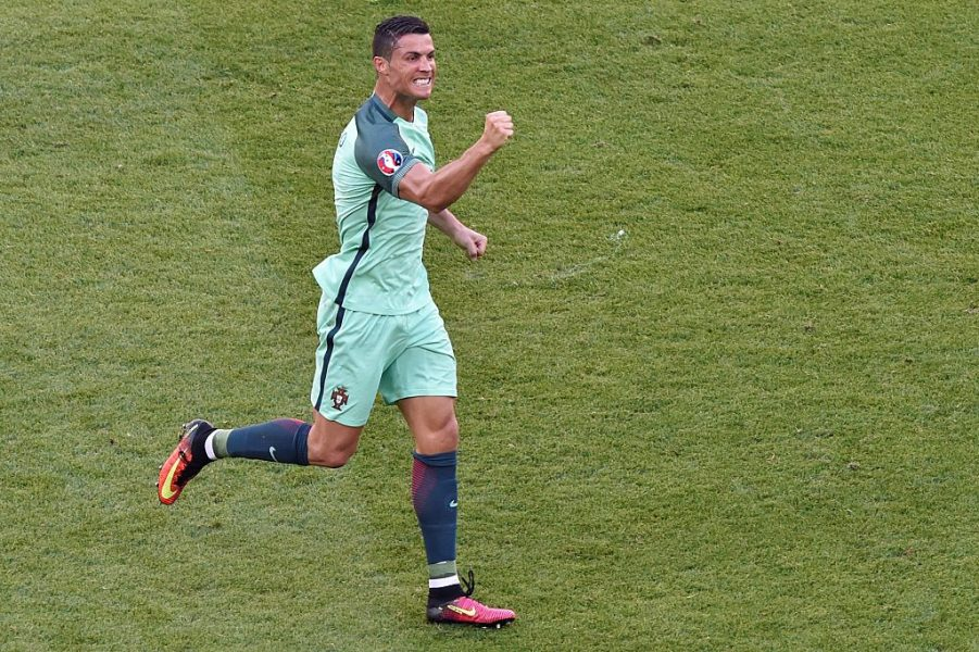 Cristiano Ronaldo classificou Portugal para as oitavas da Euro. (Reprodução/Twitter UEFA Euro)