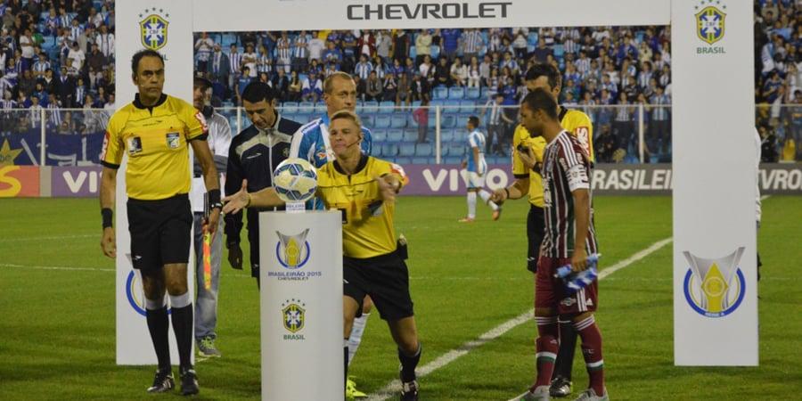 Thiago Duarte Peixoto apita seu primeiro Atletiba. (Divulgação)