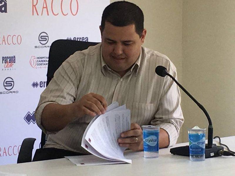 Leonardo Oliveira negou que o novo técnico já está contratado. (Monique Vilela/Banda B)