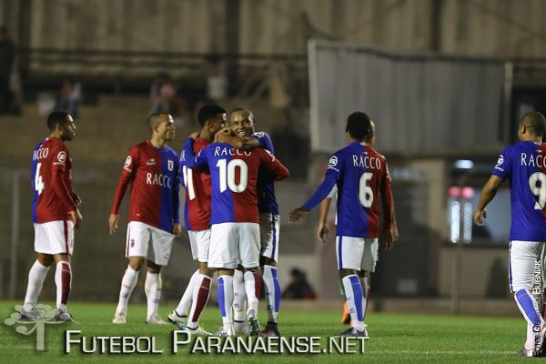 Paraná pode se aproximar dos dois extremos da tabela. (Geraldo Bubniak/ futebolparanaense.net)