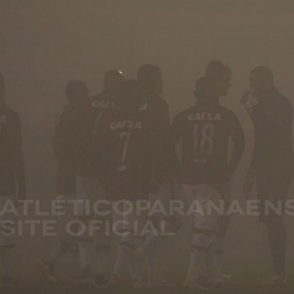Nevoeiro impediu a continuação de Chapecoense e Atlético. (Divulgação/Atlético)