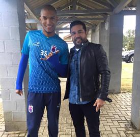 Fernando Karanga já está no CT Ninho da Gralha desde sábado. (Reprodução/Facebook)