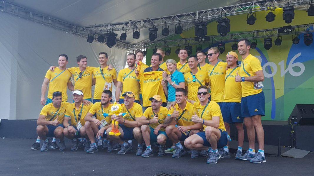 Delegação australiana entregou um canguru para Eduardo Paes. (Reprodução/Twitter)