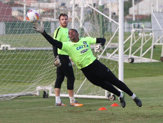 Goleiro Elisson retorna ao Cruzeiro. (Divulgação/ Coritiba)