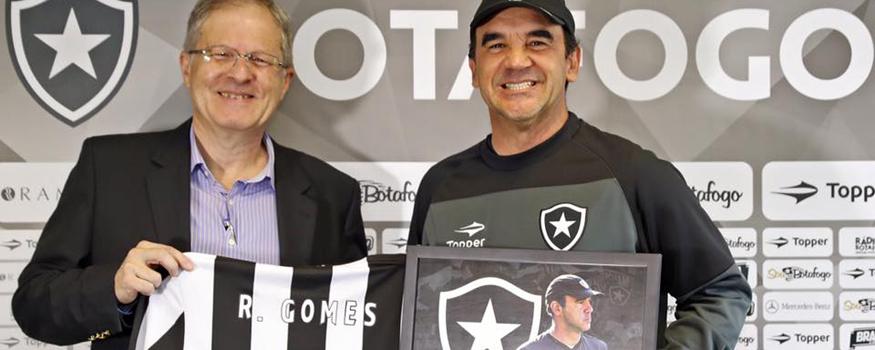 Ricardo Gomes comemora um ano após volta. (Facebook/ Botafogo)