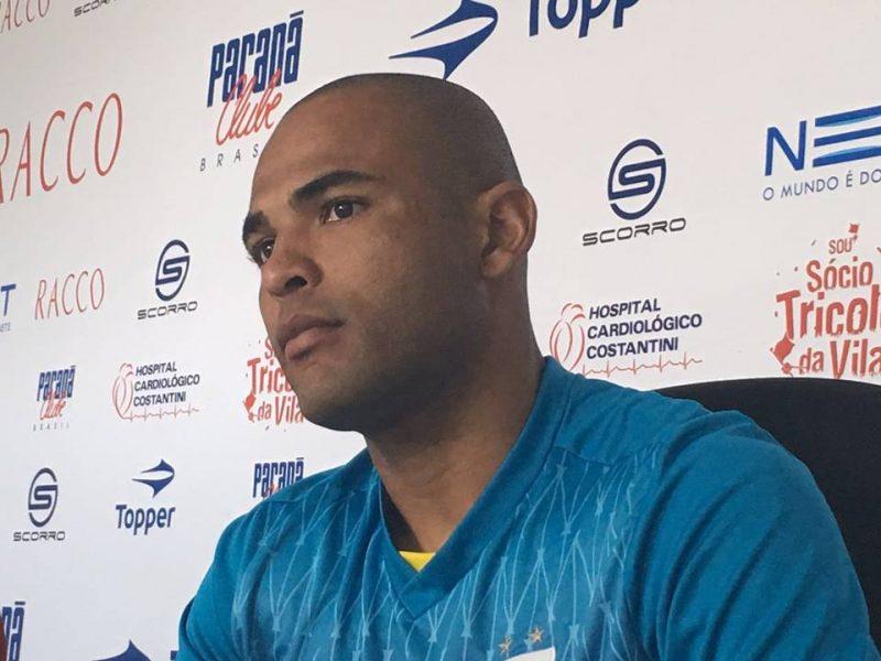 Lúcio Flávio terá mais um concorrente para vestir a camisa 9 do Paraná. (Monique Vilela/Banda B)