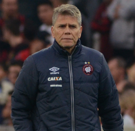 Paulo Autuori lamentou o desempenho da equipe em parte do jogo. (Divulgação/Atlético)