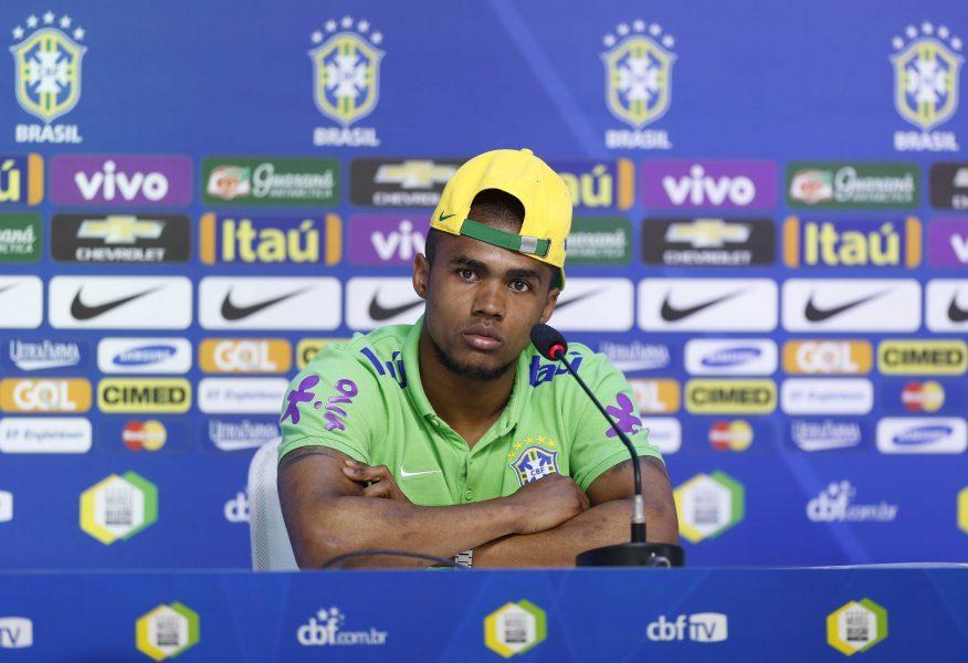 Lesão tirou Douglas Costa da Copa América e da Olimpíada. (Divulgação/CBF)