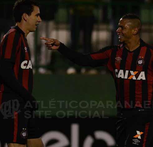 Walter comemora o gol que deu a classificação para o Atlético. (Divulgação/Atlético)