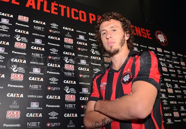 Rafael Galhardo foi oficializado como jogador do Atlético. (Divulgação/Atlético)