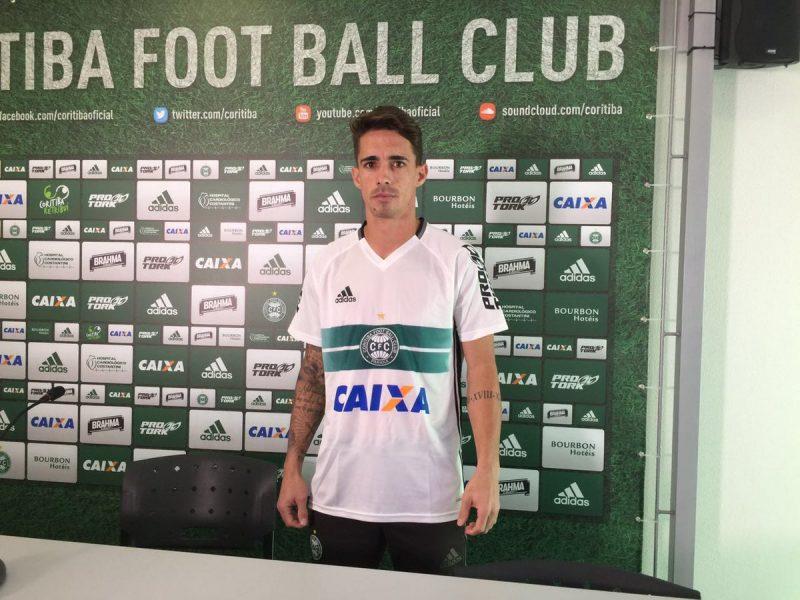 Neto Berola é o novo camisa 9 do Coritiba. (Felipe Dalke/Banda B)