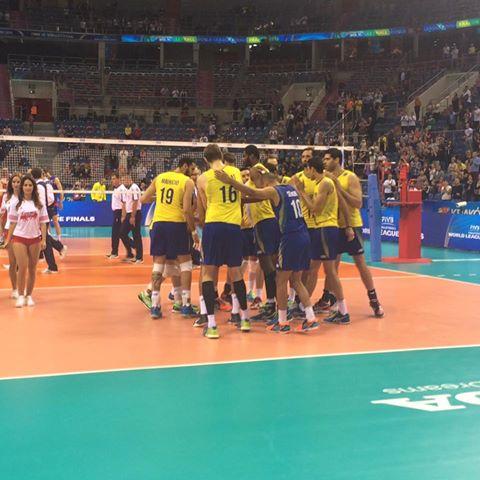 Brasil não teve a menor chance contra a Sérvia. (Divulgação/CBV)