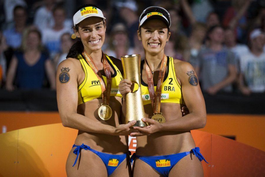 A dupla brasileira ganhou o Mundial em 2015. (Divulgação/FIVB)