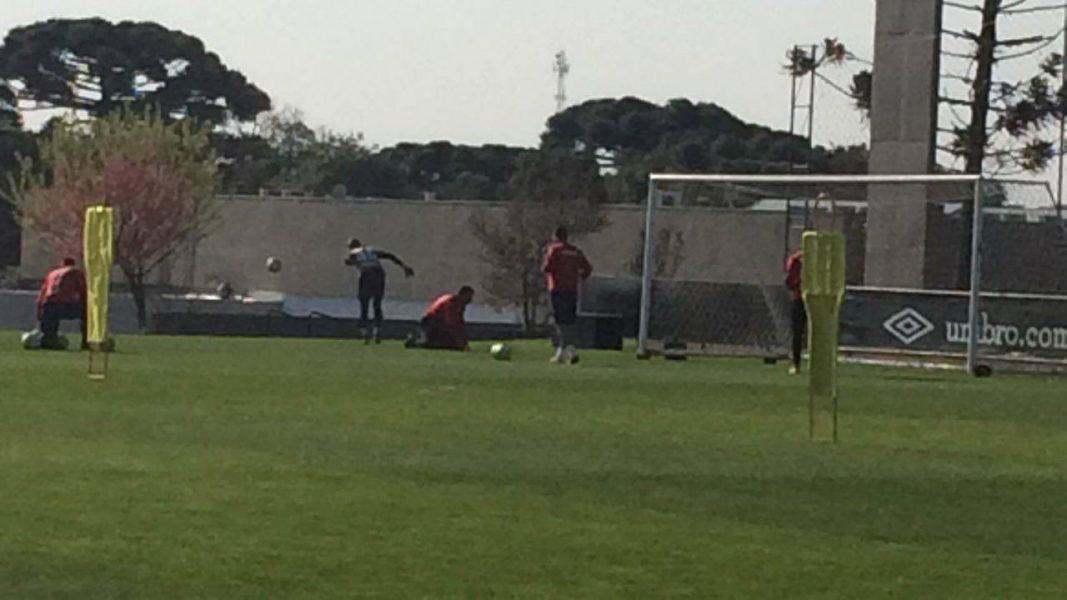 Santos, Rodolfo e Lucas Macanhan são as opções para o gol atleticano. (Osmar Antônio/Banda B)