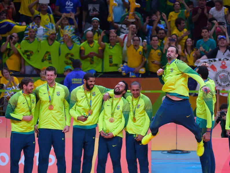 Jogo na Arena da Baixada será o primeiro de dois amistosos em comemoração a medalha de ouro. (Divulgação/CBV)