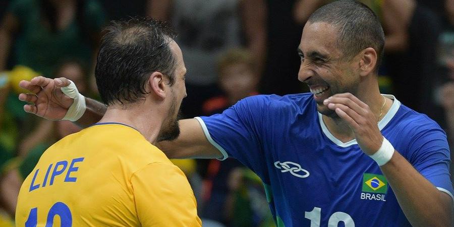 Paranaenses Lipe e Serginho estiveram no grupo que ganhou o ouro. (Divulgação/CBV)