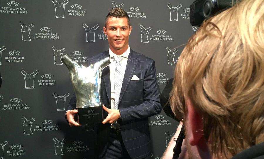 Cristiano Ronaldo levou prêmio de melhor da Europa. (Divulgação/ UEFA)