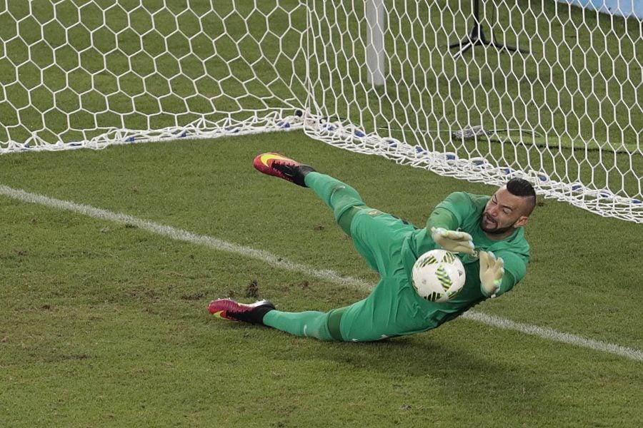Weverton defendeu a última cobrança da Alemanha. (Leonardo Benassatto/Futura Press/Estadão Conteúdo)
